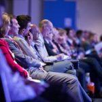 حرفه ای در کنفرانس شرکت کنید